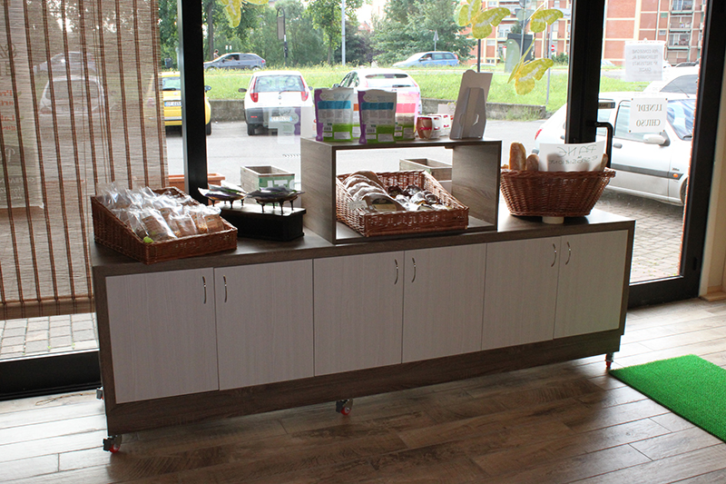 Arredamento negozio alimentari arredo gastronomia senza for Arredamenti su misura brianza