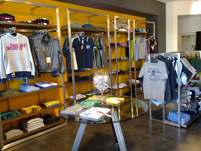 arredamento negozio abbigliamento, arredo negozi vestiti varese - Arredamento Negozio Abbigliamento Moderno