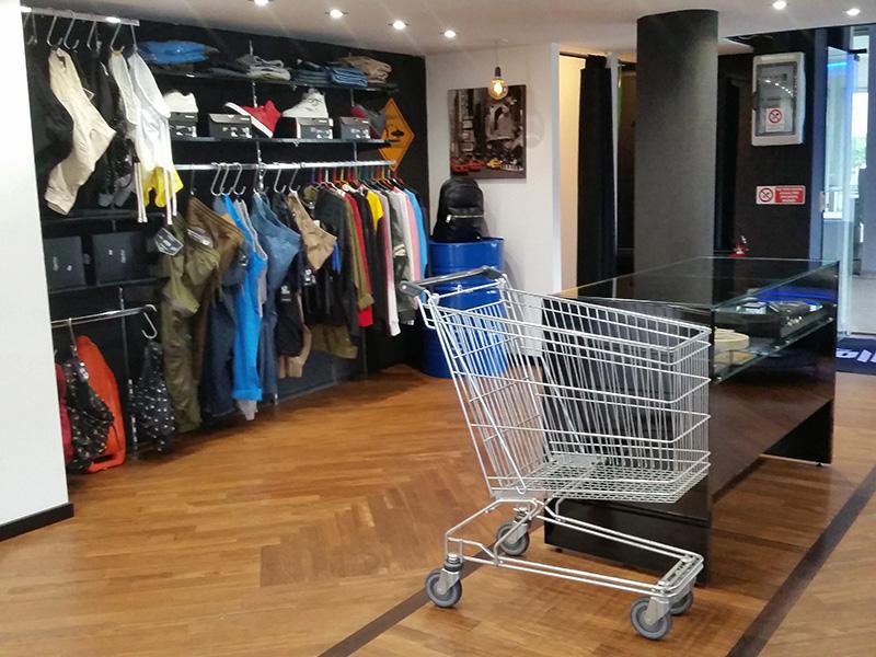 Arreda negozi calenzano perfect arredi per negozi nuovo for Negozi arredamento verona