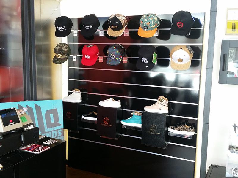 Arredamento negozio abbigliamento arredo negozi vestiti for Accessori arredamento negozi