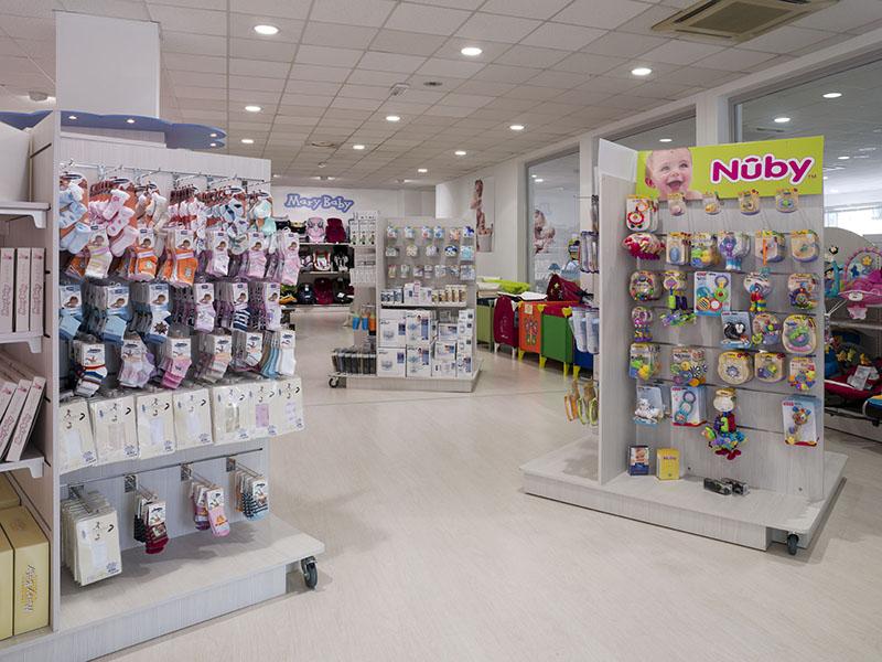 Arredamenti per negozi scaffalature per negozi pannelli for Scaffali arredo