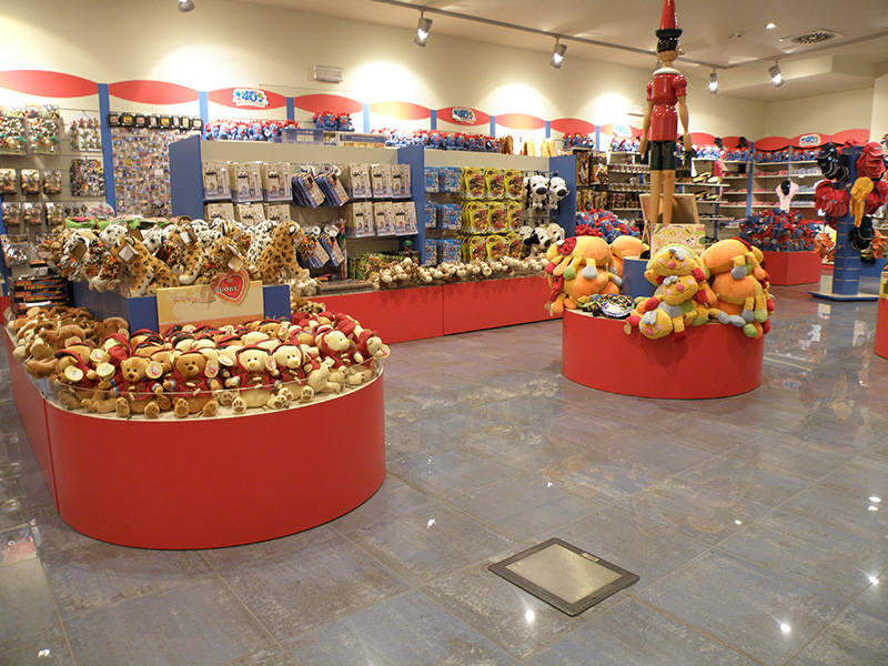 Arredamento negozio giocattoli e hobby for Negozi arredamento