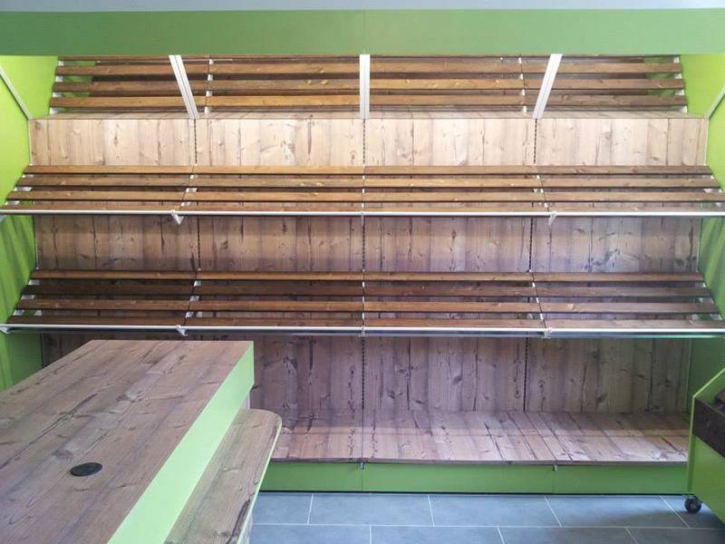 Arredamento ortofrutta arredo negozio alimentari ortaggi for Scaffale legno componibile