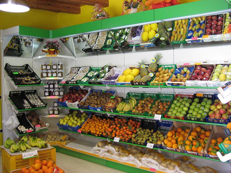 Arredamento ortofrutta arredo negozio alimentari for Arredamento frutta e verdura