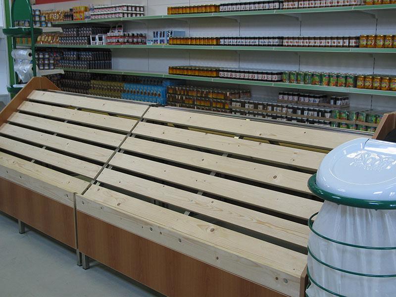 Arredamento ortofrutta arredo negozio alimentari for Scaffali arredo