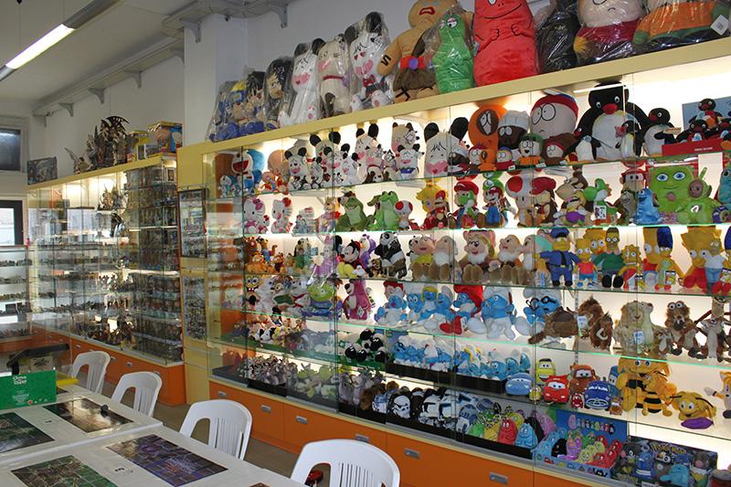 Arredamenti per negozi scaffalature per negozi pannelli for Negozi di arredamento bergamo