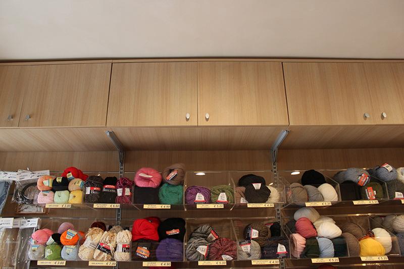 Arredamento merceria genova arredo negozio abbigliamento for Subito arredamento genova