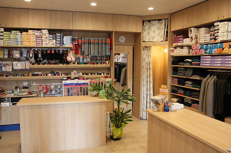 Arredamento merceria genova arredo negozio abbigliamento for Arredamento negozi genova
