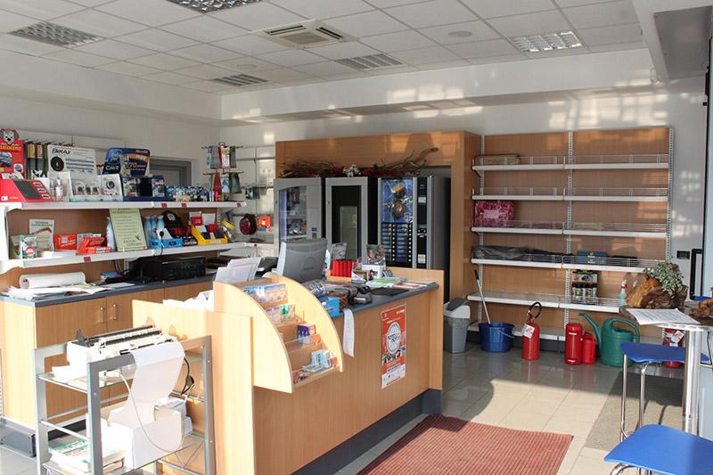 Arredamento negozio di petroliferi e aree di servizio for Negozio di arredamento d interni