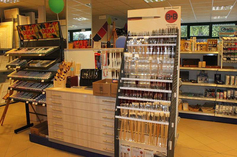 Arredamento negozi milano perfect mobili per ufficio for Negozi arredamento novara