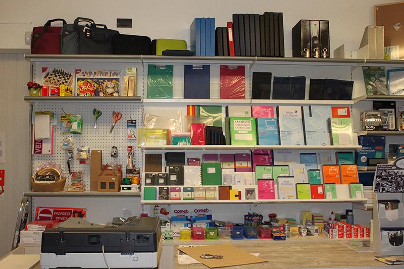 Preventivo arredamento cartoleria preventivi arredo per for Arredamento edicola