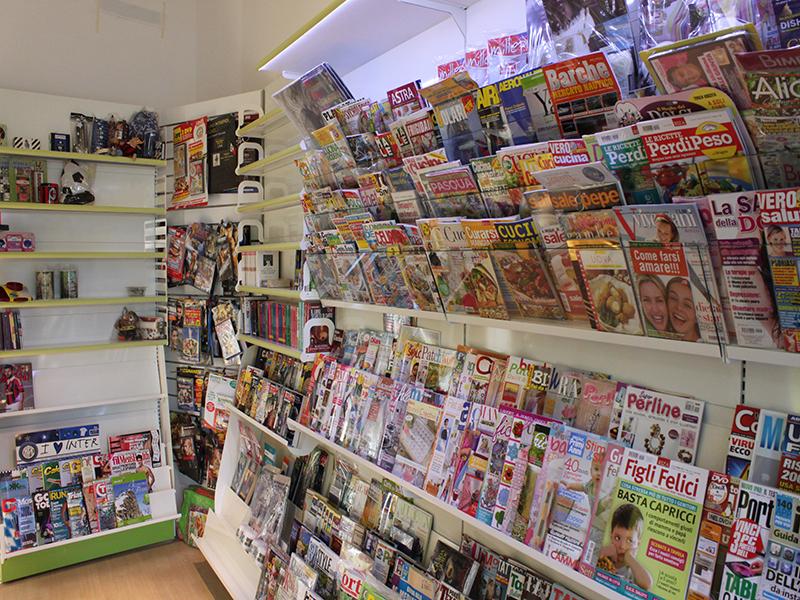 Arredamento edicola varese arredo negozio giornali riviste for Riviste di arredamento
