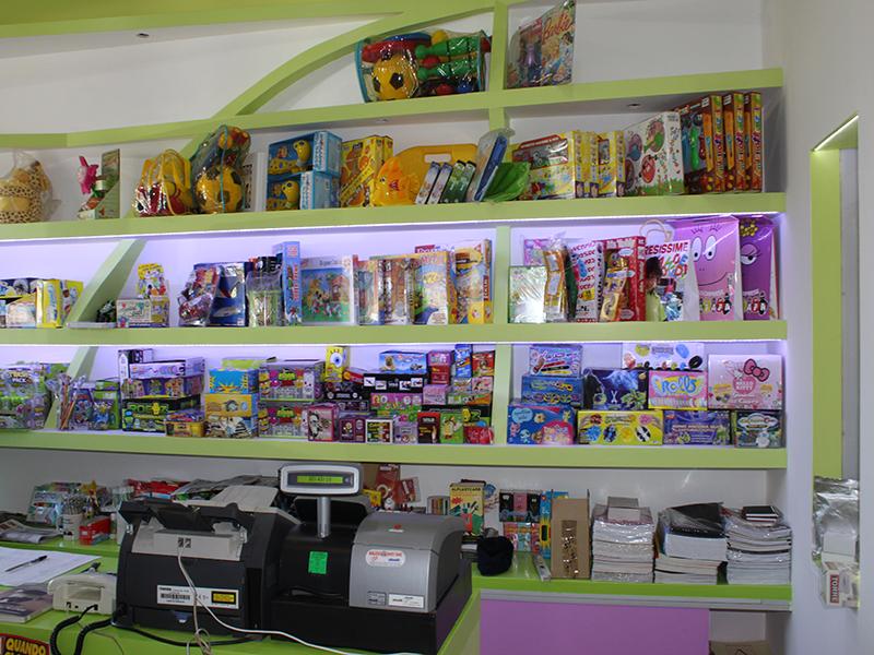 Arredamento edicola varese arredo negozio giornali riviste for Arredamento edicola