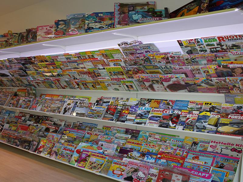 Arredamento edicola varese arredo negozio giornali riviste for Subito varese arredamento
