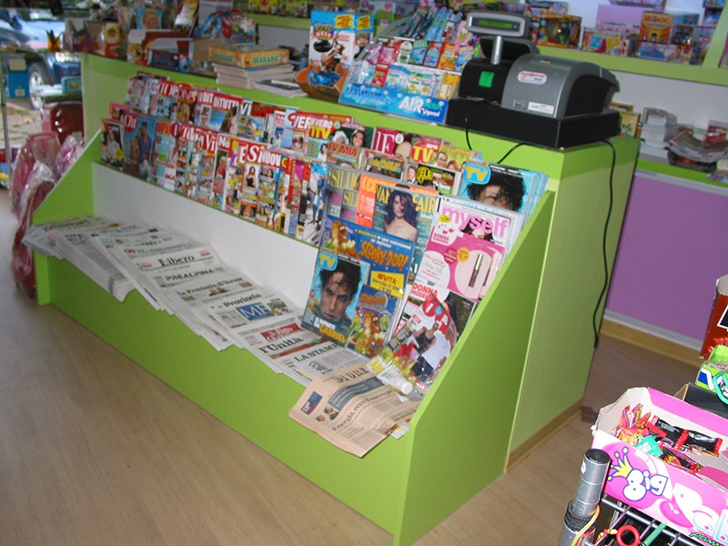 Arredamento edicola varese arredo negozio giornali riviste for Giornali di arredamento