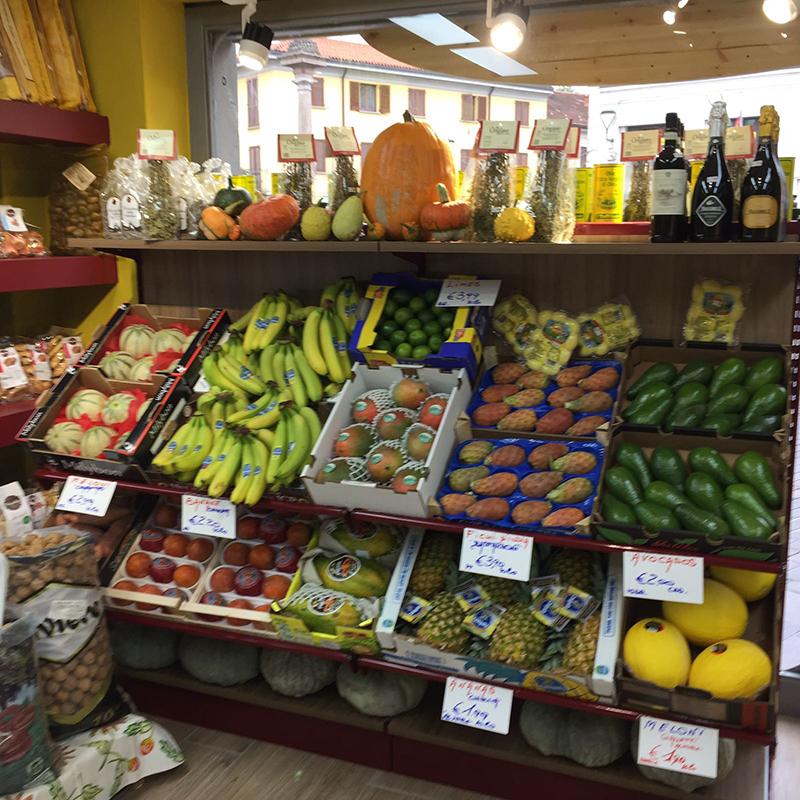 Espositori ortofrutta modul group arredamenti limbiate for Idee per arredare un negozio di frutta e verdura