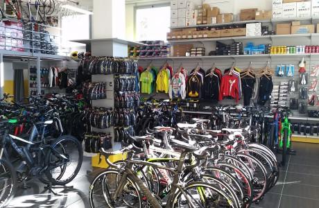 arredamento per negozio di biciclette