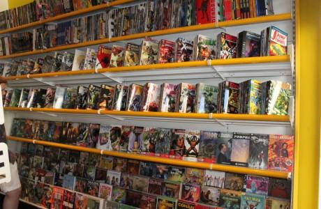 arredamento per negozio di fumetti