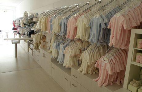 Arredo negozio abbigliamento bambini